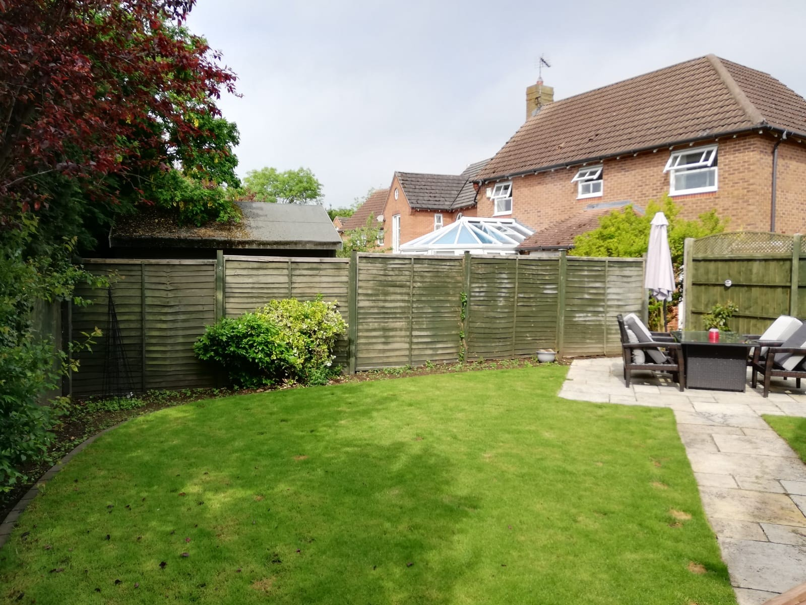 Tallington Peterborough before and after, closeboard panels, diamond trellis and concrete gravel boards 1