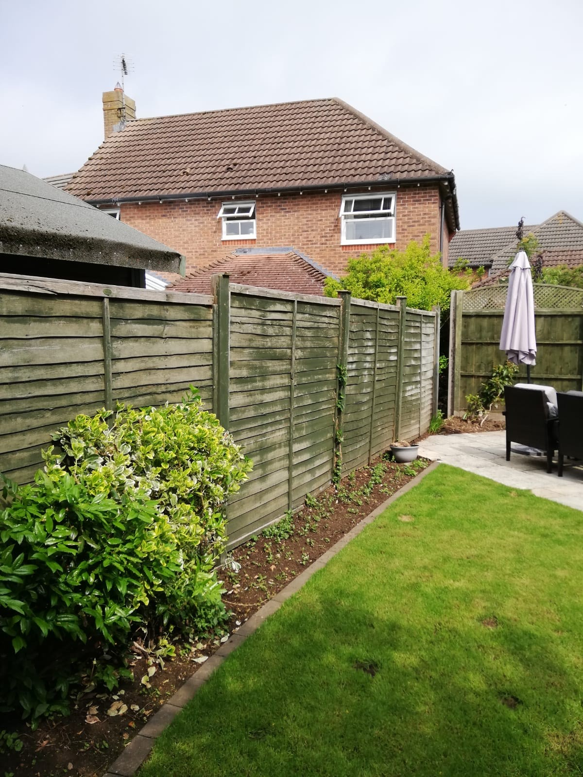 Tallington Peterborough before and after, closeboard panels, diamond trellis and concrete gravel boards 2