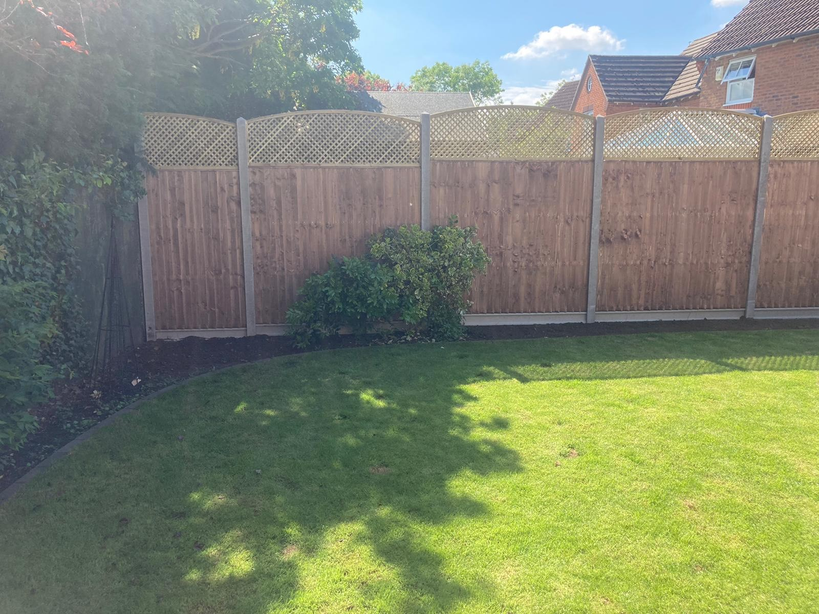 Tallington Peterborough before and after, closeboard panels, diamond trellis and concrete gravel boards 4