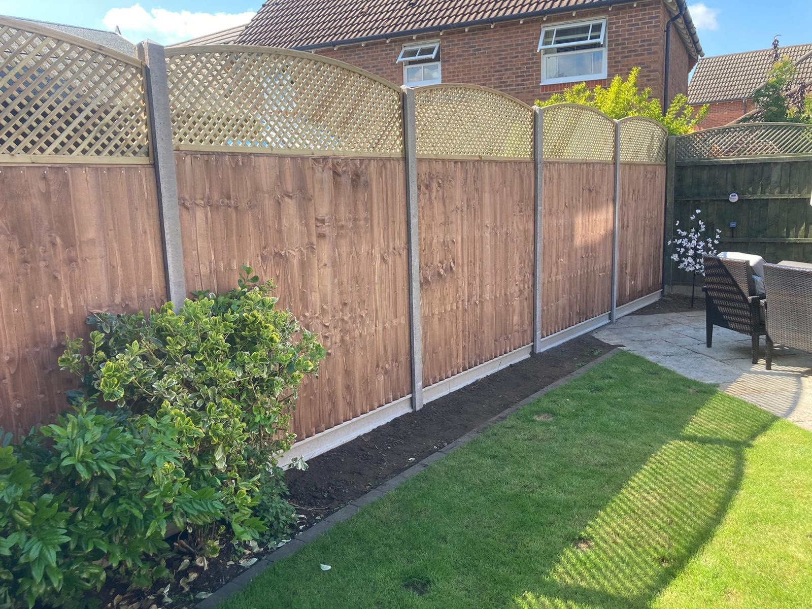 Tallington Peterborough before and after, closeboard panels, diamond trellis and concrete gravel boards 5