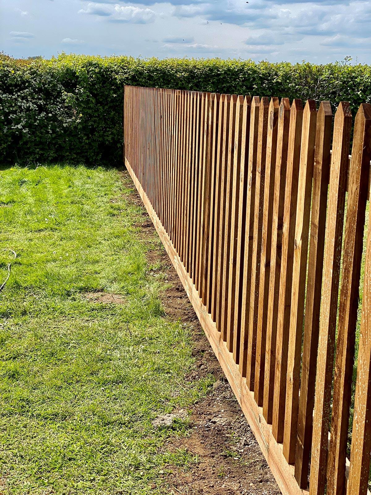 picket fencing enclosure for pub 6